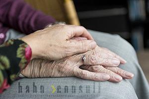 Pflege hat nichts mit dem Alter zu tun - gemeinsam finden wir die richtig Absicherung.
