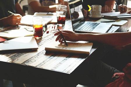 Seminar-Versicherung online oder mit Beratung von Hahn Consult